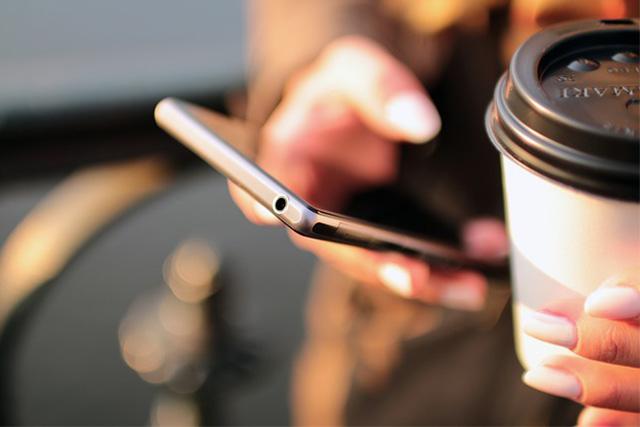 夜のコーヒーやスマホのブルーライトなどの筋トレ以外の生活習慣が問題になっていることも
