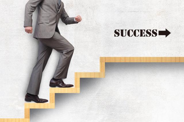 起業を成功に導くポイントと事業のステップ