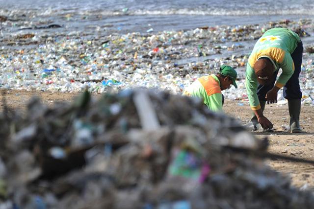 バリ島クタビーチの海ゴミ