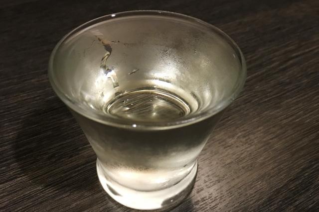 グラスに注いだ日本酒