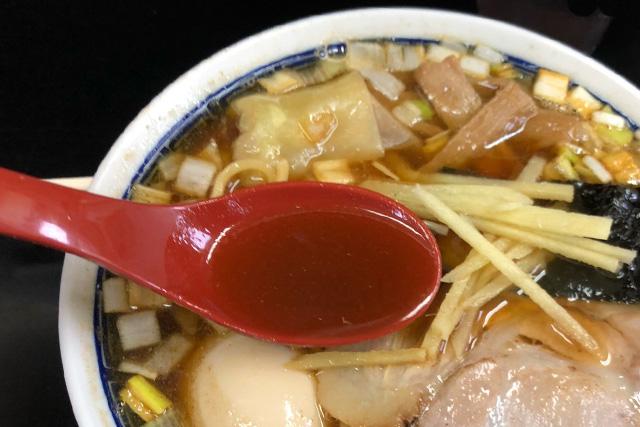 亀喜屋のワンタン麺のスープ