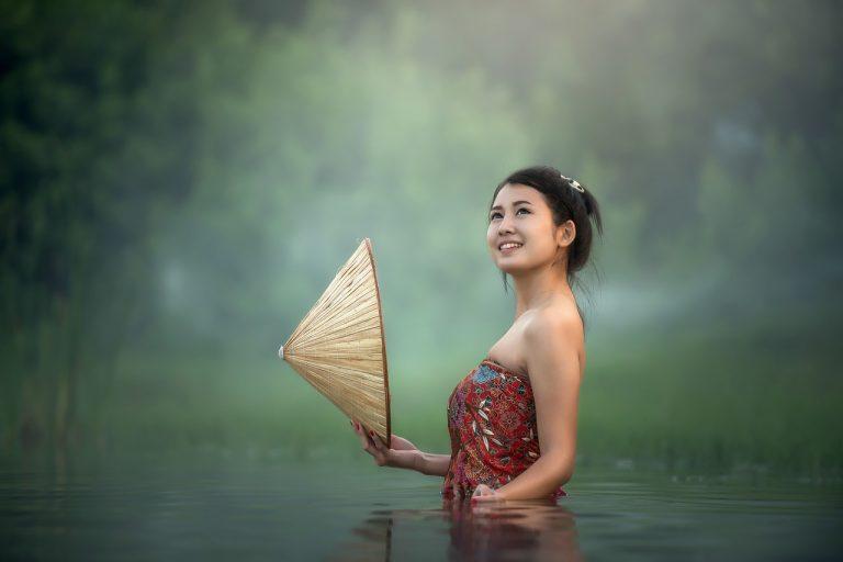 バリ島の若い女性