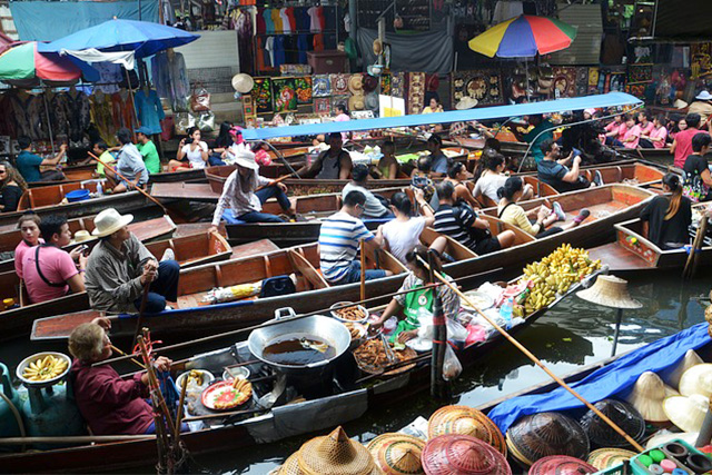 バンコクの水上マーケット