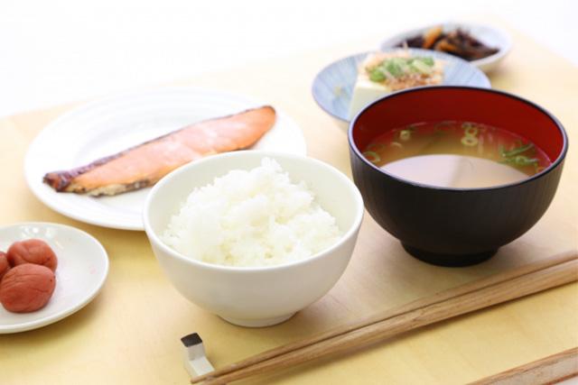 フィッシュオイルやオメガ3系脂肪酸を摂るタイミングは、朝食がベスト!