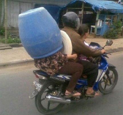 大きなヘルメット